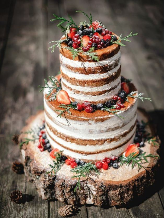 naked cake with fruit and powdered sugar