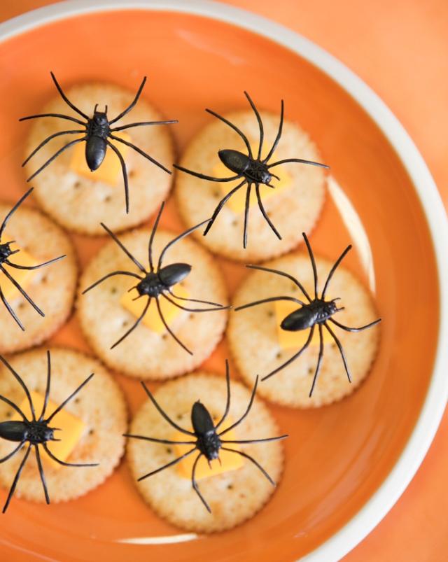 spider crackers for Halloween birthdays