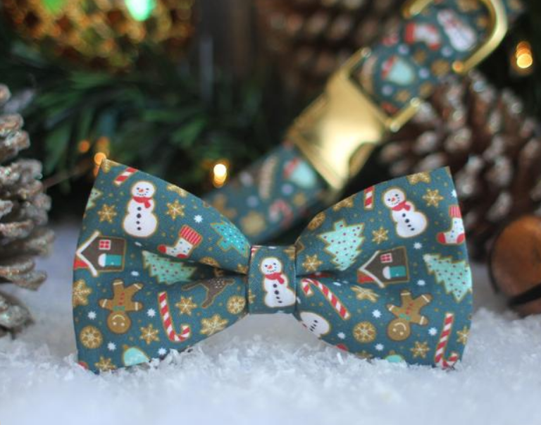 Holiday dog bow tie and dog collar